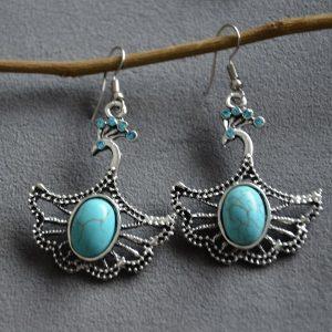Oorbellen met turquoise steen in de vorm van een pauw