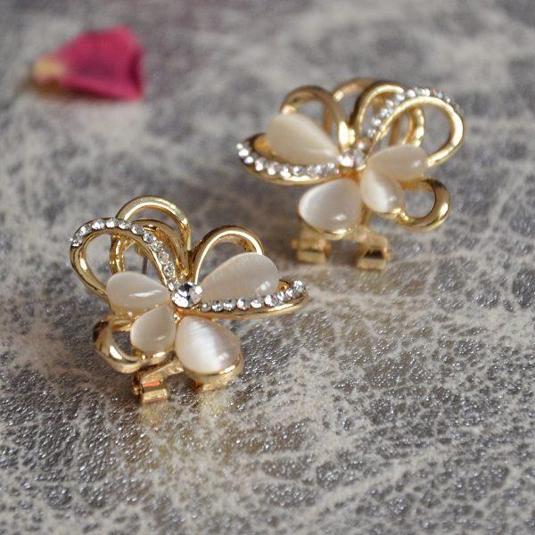 2017-1 – Goudkleurige oorbellen clips in bloem vorm met kristalletjes