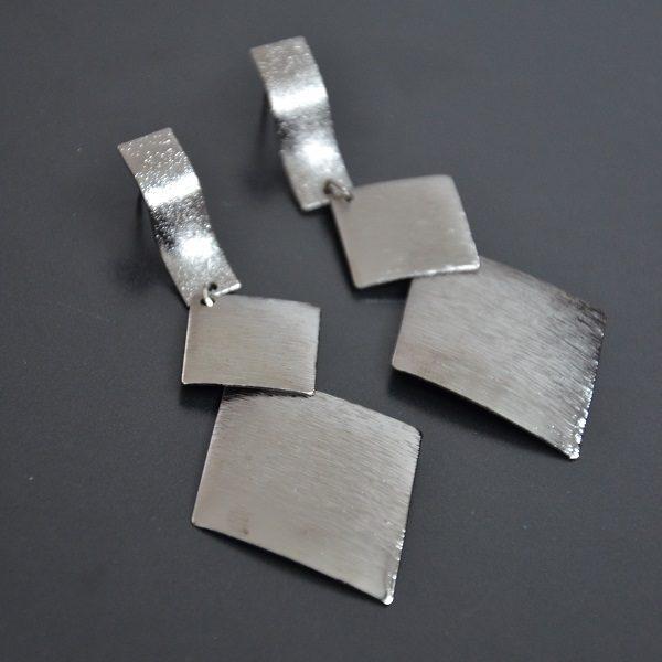 2027 – Leuke en mooie zilverkleurige oorbellen met stopje