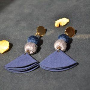 Goedkope stoffen blauwe gekleurde oorbellen met stopje