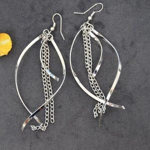 Mooie lange oorbellen met sliertjes en ketting zilverkleurig
