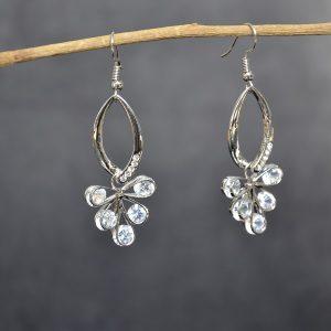 Trendy zilverkleurige oorbellen met kristalletjes