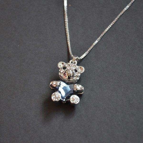 3005-2 Mooie zilver kleurige ketting teddybeer met hartje en kristalletjes