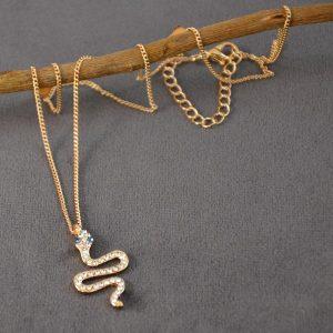 Mooie ketting goudkleurig met slangetjes hanger eraan