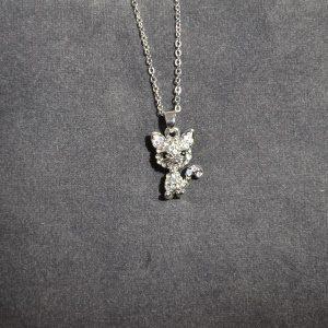 Zilverkleurige goedkope leuke ketting in de vorm van een poesje